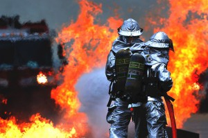 火事を起こして隣の家に延焼してしまった時、保険は使える?