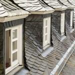屋根や壁が雨漏りの時、保険使える?