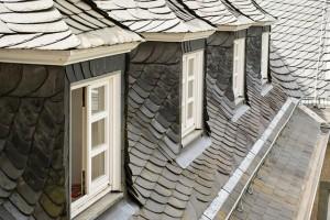 屋根や壁が雨漏りの時
