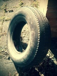 自動車のタイヤがパンクした時、保険は使える?