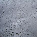賃貸アパートでうっかり窓ガラスを割ってしまったら、保険は使える?