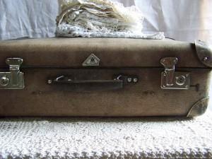海外でスーツケースが壊れたら、保険は使える?