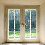 窓を開けっ放しで雨が降り漏水した場合、保険は使える?